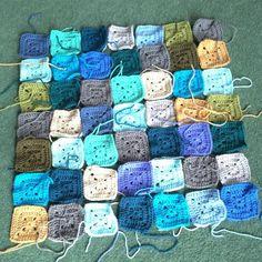 Making use of the leftovers! #stylecraftspecialdk #crochetaddict #crochetersofinstagram #attic24 #coast #rippleblanket by syracnelle