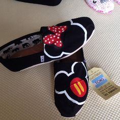 Hand-Painted Mickey & Minnie shoes This pair of hand painted TOMS features the Mickey and Minnie. You can choose to either have TOMS or a generic