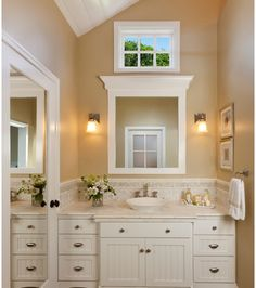 Very nice small bathroom idea. @Renae @ CreativeChicksatPlay (You could add a mirror to your door to also make it look larger. You could even do this for your bedroom closet door, to help your room look bigger.)