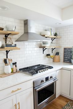 Don't feel limited by a small kitchen space. Get design inspiration from these charming small kitchen designs. Old Kitchen, Kitchen On A Budget, Kitchen Dining, Kitchen Decor, Kitchen Cabinets, Kitchen Cupboard, Wood Cabinets, Kitchen Ideas, Fancy Kitchens