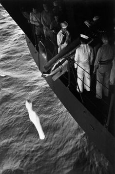 WORLD WAR II. The Pacific Campaign. Marshall Islands. January-March 1944. Aboard the USS Bunker Hill aircraft carrier. Burial of a soldier. Following the tradition, the dead body is wrapped in a sack and dropped from the ship.