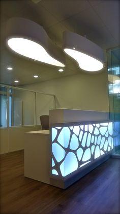 mobilier-bureau-suisse.com home conceptsview?id=13 Office Table Design, Corporate Office Design, Dental Office Design, Office Interior Design, Office Interiors, Modern Reception Desk, Reception Desk Design, Tap Room, Office Shelf