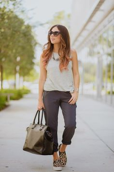 Nany's Klozet : City pants with sneakers