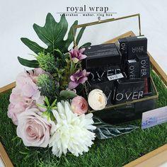 "6 Suka, 0 Komentar - Penyewaan Tray & Hias Hantaran (@seserahandepok_royalwrap) di Instagram: "". Seserahan atau hantaran kami menggunakan bunga-bunga artificial kualitas premium sehingga sangat…"""