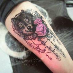 26 Wolf Tattoo Ideen – Bilder und Bedeutung Wolf with dream catcher and flower design on the thigh Trendy Tattoos, Unique Tattoos, Cute Tattoos, Beautiful Tattoos, Body Art Tattoos, Small Tattoos, Tatoos, Wolf Tattoo Design, Tattoo Designs