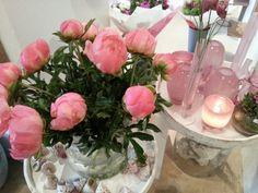 Pioenrozen, dienbladen, kaarsen, glas....I love it.....