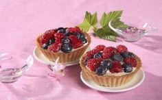 Tartaletky s malinami a borůvkami » Pečenie je radosť! - Hera Mini Cakes, Cake Pops, Cheesecake, Desserts, Food, Tailgate Desserts, Deserts, Cakepops, Cheese Pies