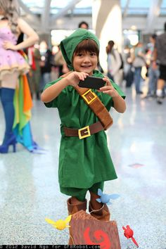 (Very) Young Link cosplay at convention by David Ngo - so cute!!! Fairy details net some extra rupees in my book!