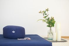 Zuhause meditieren lernen: dein Meditationsraum Learn to meditate at home – this is how you set up a meditation room I Lotuscrafts Yoga Meditation, Meditation Space, Technology Humor, Learn To Meditate, Event Planning, Bean Bag Chair, Diy And Crafts, Ottoman, Learning