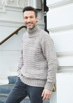 The beautiful is knitted with casual soft in anthrazit, which gives it a light mélange look. The textured pattern gives the sweater that certain something that makes it a trendy and modern piece. Knitting Patterns Free, Knit Patterns, Free Knitting, Free Pattern, Crochet Designs, Pattern Design, Knit Crochet, Men Sweater, Turtle Neck