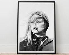 Brigitte Bardot Print - Brigitte mit Cigerette, Digitaldruck, Schauspielerin Druck, berühmte Plakat, Filmposter, Mode-Wand-Kunst, 60'-Druck