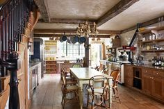 Old world and cozy...my favorite  Keith McNally's Notting Hill Home - Kitchen Design Ideas - Decor & Images (houseandgarden.co.uk)