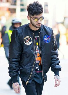 Zayn leaving his apartment in NYC today!