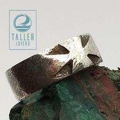 Anillo de plata en cruz rústico y de estilo brutal A0-004 #orfebrería - Taller Joyero confección y diseño de joyas, Joyería online.