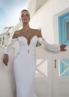 It's our first official wedding dress collection of the year. Yay! And today we're taking you on a journey to Greece with the Santorini Collection by Julie Vino. For 2016 Julie brings a bridal collection filled with stunning pieces inspired by the cool blue waters and iconic white houses of the Greek isles. An array of wedding read more...