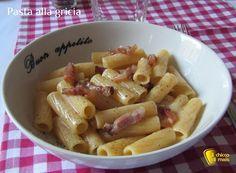 Pasta alla gricia (ricetta romana). I segreti per cucinare i rigatoni alla gricia, ricetta originale romana veloce e saporita con guanciale pecorino e pepe