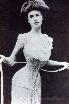 Victorian Era: History of the Victorian Corset Edwardian Era, Edwardian Fashion, Victorian Era, Vintage Fashion, 1900s Fashion, Victorian Corset, Victorian Costume, Victorian Ladies, Edwardian Dress