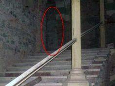 http://hellyeacreepyshit.com/post/74345846066/paranormalexpresso-decebal-hotel-ghost-photo