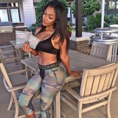 """""""Lately I haven't been eating as healthy as I should, but thanks to @flattummytea I'm still able to maintain a flat mid section. """""""