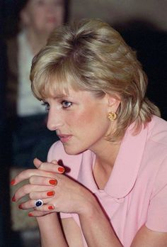ARGENTINA - NOVEMBER 24: A Portrait Of Princess Diana Looking Pensive Whilst Visiting The British American Benevolent Society During Her Official Tour Of Argentina. (Photo by Tim Graham/Getty Images)