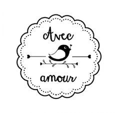 """Tampon bois """"Avec Amour"""" de la marque Artemio mesurant 2.7 cm de diamètre environ (dimension du caoutchouc) et appartenant à la collection Woodies Amour"""