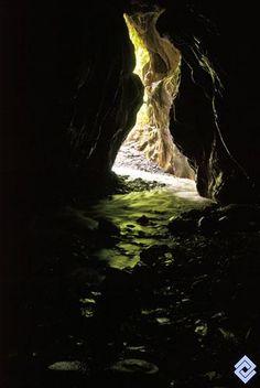 Flujo de agua subterránea en la caverna Las Cacas, Boyacá.