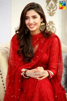 mahira khan jago pakistan jago eid 015 - love for red Pakistani Dress Design, Pakistani Outfits, Indian Outfits, Pakistani Couture, Beauty And Fashion, Asian Fashion, Look Fashion, Dress Indian Style, Indian Dresses