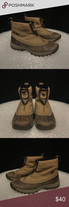 Timberland Boots waterproof womens 10/men's 8.5 Timberland Waterproof Women's Size 10 Boot men's 8.5! Weatherproof, Insulted and waterproof so you stay dry and warm! Great tread! Smoke free. Timberland Shoes Boots