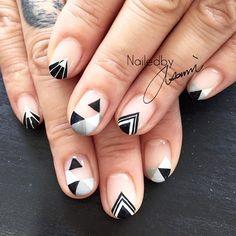 Monotone  #nail #nailart #art #design #gel #gelnail #coolnails #ネイル #ネイルアート #ネイルデザイン #manicure #ongles #instanails #geomatric #painting #geomatricdesign #monotone #monotonenaims #myfavdesign #art #ny #nyc #paragel