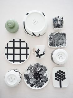 marimekko hortensie Marimekko, Ceramic Plates, Decorative Plates, Modern Scandinavian Interior, Kitchenware, Tableware, Ceramic Design, Decoration, Home Deco