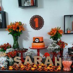 Festa de primeiro aninho! Tema: primavera! Paleta de cores: laranja e marrom @eleganza_festas