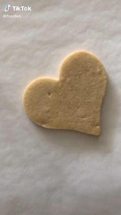 Summer Cookies, Fancy Cookies, Valentine Cookies, Heart Cookies, Valentines, Decoration Patisserie, Dessert Decoration, Cake Decorating Videos, Cookie Decorating