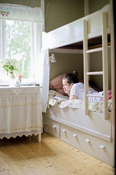 Casinha colorida: Na Suécia, uma casa de campo de sonhos