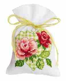 Roses in Green Heart Bag Cross Stitch Kit: Cross stitch (Vervaco, PN-0147022)