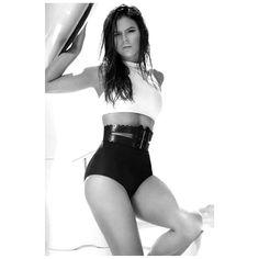 """Bruna Marquezine compartilhou um dos trabalhos que fez nos intervalos das gravações de """"Em Família """" em seu perfil do Instagram neste sábado, 10. A atriz postou fotos do ensaio que fez para a revista Boa Forma de maio, e ..."""