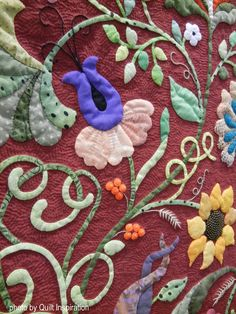 Quilt Inspiration: Highlights of the 2016 AQS QuiltWeek: Exemplary Applique Applique Patterns, Applique Quilts, Quilt Patterns, Applique Ideas, Quilted Clothes, Reverse Applique, Flower Quilts, Green Quilt, Thing 1