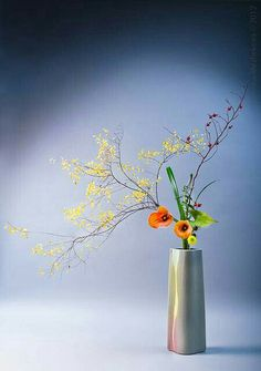 Arrangement by Margarita Gogina. Photo by Katerina Mezhekova. Creative Flower Arrangements, Ikebana Flower Arrangement, Ikebana Arrangements, Beautiful Flower Arrangements, Most Beautiful Flowers, All Flowers, Floral Arrangements, Abstract Flowers, Watercolor Flowers