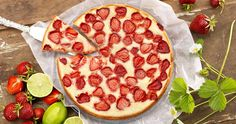 Jordgubbskladdkaka med vit choklad recept Pepperoni, Cheesecake, Pizza, Gluten, Lunch, Food, Cheese Cakes, Eat Lunch, Cheesecakes