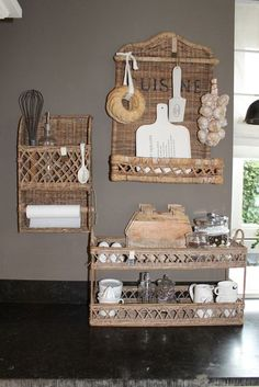 The kitchen, deze tint op de muur is van farrow and ball! Paper Furniture, Bamboo Furniture, Newspaper Basket, Newspaper Crafts, Willow Weaving, Basket Weaving, Baskets On Wall, Wicker Baskets, Wall Basket