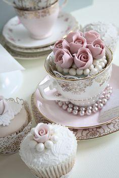 Cupcakes flores e pérolas