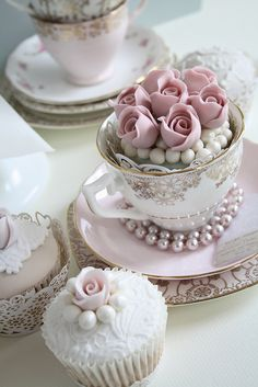 beautiful cupcakes in tea cups...love the pearls....icing pearls on the cakes....love it.