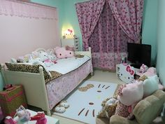 cute hello kitty room Hello Kitty Bedroom Set, Hello Kitty Lamp, Hello Kitty Rooms, Cat Bedroom, Pink Bedding, Bedding Sets, Full Size Bed Sets, Sweet Home Design, Awesome Bedrooms