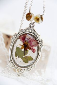 Resin pendant jewelry with flowers Resin real by RALIJEWELLERY