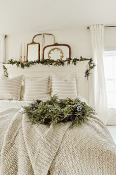 33 Popular White Christmas Bedroom Decor Ideas - Wake up to a room full of holiday cheer with the perfect Christmas Themed Bedroom. If you are far from being the old Grinch or Scrooge, than this is t. Farmhouse Bedroom Decor, Cozy Bedroom, Modern Bedroom, Master Bedroom, Farm Bedroom, Master Suite, Bedroom 2018, Single Bedroom, Bedroom Girls