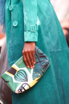 See all the Details photos from Burberry Prorsum Spring/Summer 2015 Ready-To-Wear now on British Vogue Burberry Prorsum, Mk Handbags, Handbags Michael Kors, Michael Kors Bag, Burberry Purse, Burberry Handbags, Fashion Bags, Fashion Show, Mk Bags