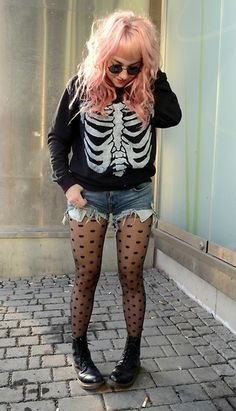 I always wanted a skeleton sweatshirt. This girl has a really cute girly goth look about her, which i find really good