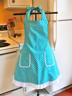 "Just for ""Hattie The Old Fashion Vintage Farmer's Daughter"" ~ Have A Blessed Day ~~~~~Tea Towels & Aprons in Kitchen Apron Pattern Free, Vintage Apron Pattern, Aprons Vintage, Retro Apron Patterns, Small Sewing Projects, Sewing Hacks, Clothing Patterns, Sewing Patterns, Dress Patterns"