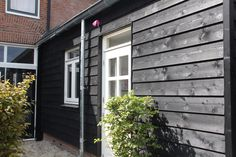 Swedish Rabat Western Red Cedar Around Black mm - Swedish Rabat is used as wooden cladding. Swedish Rabat is intended for horizontal applications. Wooden Cladding, Wooden Buildings, Grey Houses, Garden Living, Black Exterior, Western Red Cedar, House Extensions, Shed Plans, Black House