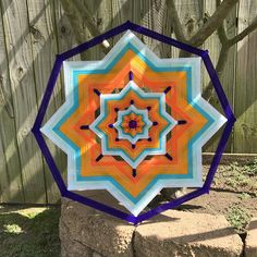 mandala del hilado 'Verano' 23 diámetro cara Fun Crafts, Diy And Crafts, Gods Eye, Mexico Vacation, Visual Effects, Geometric Designs, Mandala Design, String Art, American Indians