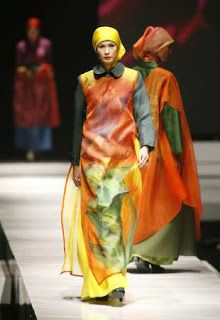 Asian fashion and style clothes in Indonesian fashion 2012 Amsterdam Fashion Institute, Style Clothes, Asian Fashion, Kaftan, Fashion Outfits, Dresses, Stylish Clothes, Vestidos, Fashion Suits
